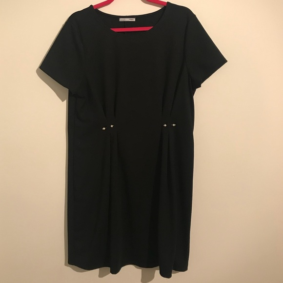 6b1ee5a893a Zara Black Shift Dress w  Pearl Details. M 5a3471613b1608741001e5ca